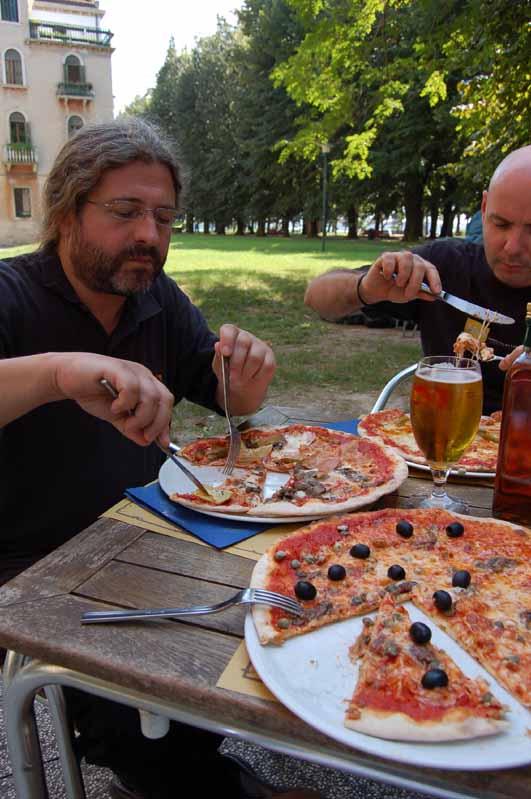gyula_zoli_pizzas.jpg