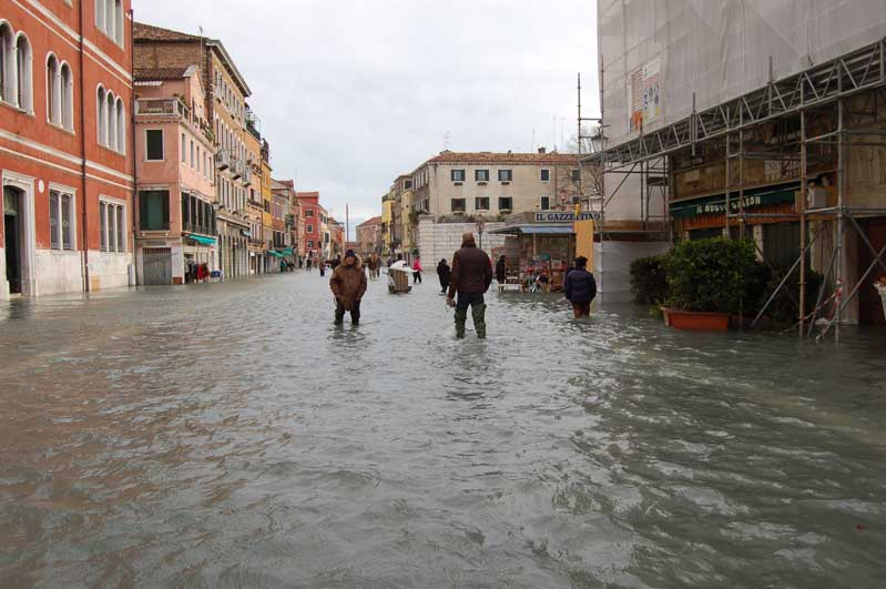Via Garibaldi under water.jpg