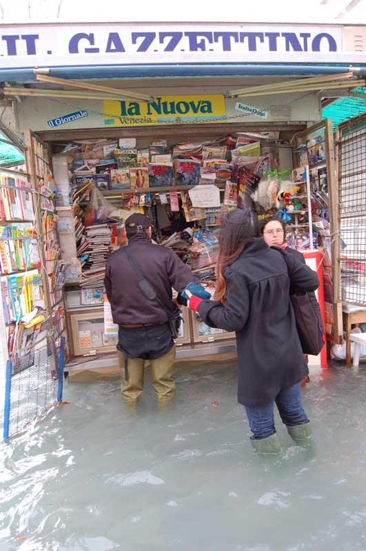 Via Garibaldi_newspaper kiosk at aqua alta.jpg