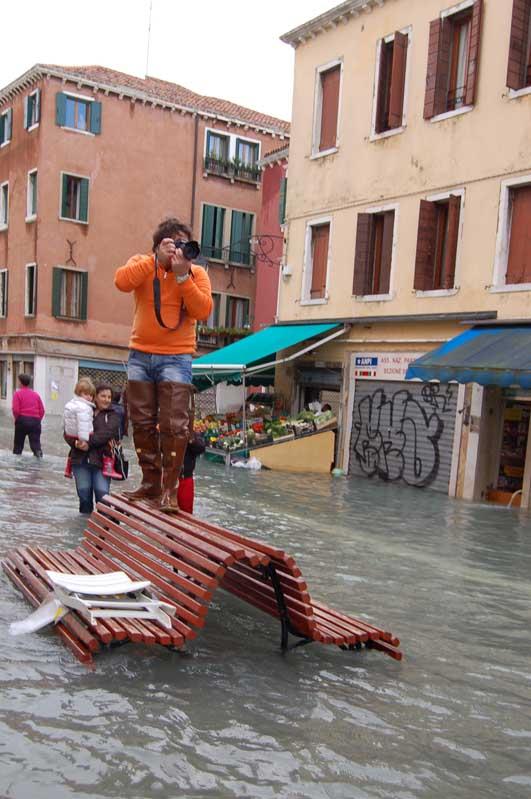 aqua alta at Via Garibaldi.jpg
